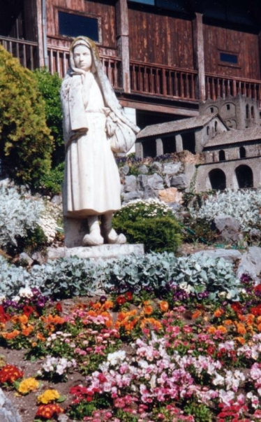 Statue of bernadette as a child