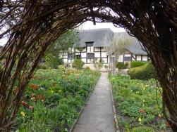 400 celebration Anne Hathaways Cottage through willow arch