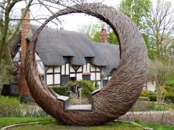 400 celebration Anne Hathaways Cottage willow sculpture6