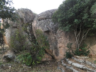 Boulders and caves in gardens